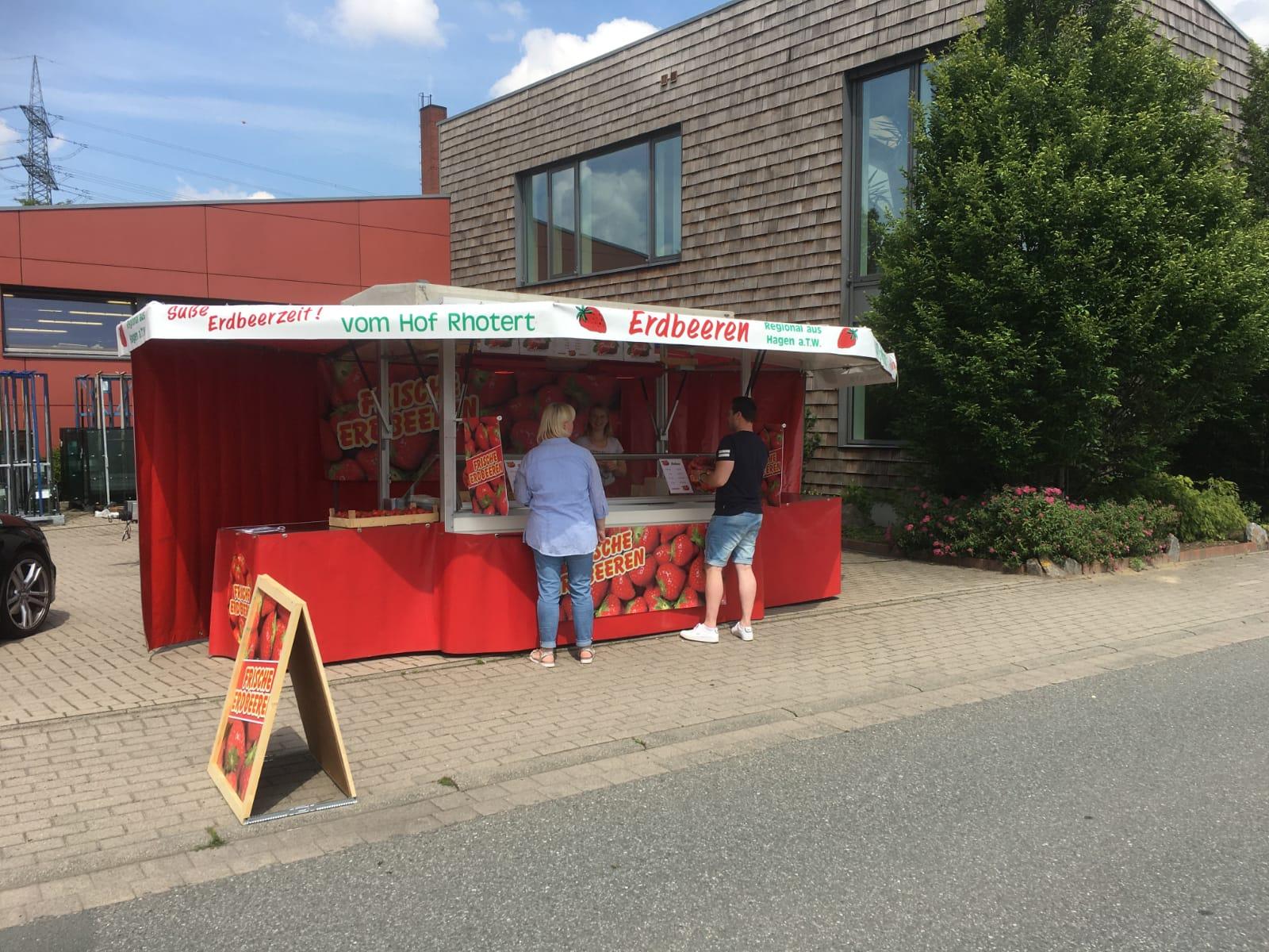 Erdbeerverkauf in Sutthausen